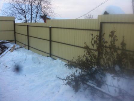 Забор с внутренним расположением каркаса