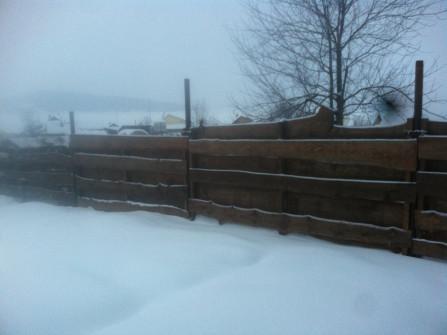 Установка деревянных забороа